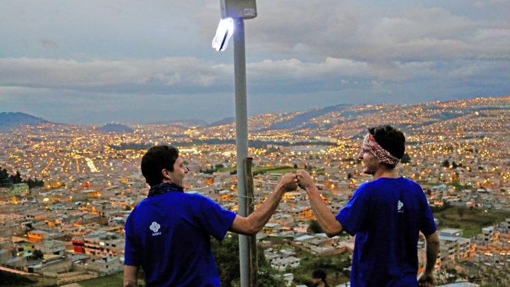 Cómo la venta de cordones para gafas consiguió llevar energía solar a comunidades ecuatorianas sin electricidad