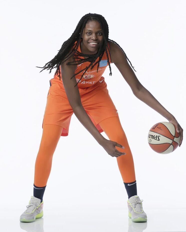 Jonquel Jones, estrella de la WNBA, se sentará en la temporada 2020