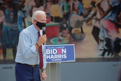 Joe Biden visitó a la comunidad haitiana en Miami (REUTERS/Brendan McDermid)