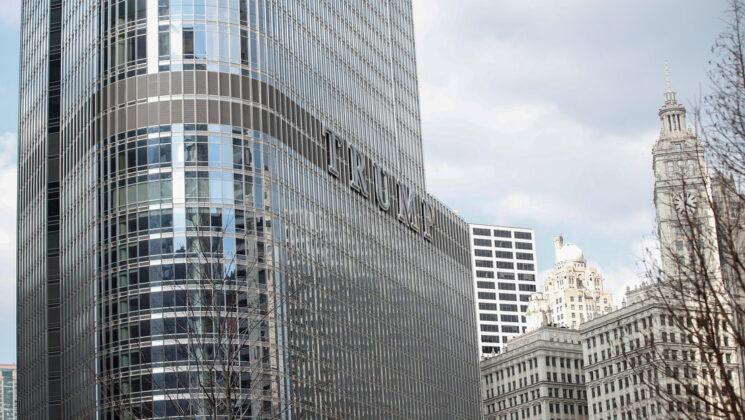 Un joven amenaza con saltar de la Torre Trump en Chicago