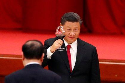 El presidente chino Xi Jinping asiste a la recepción del Día Nacional en la víspera del 71º aniversario de la fundación de la República Popular China en Beijing, China, el 30 de septiembre de 2020. (Reuters)