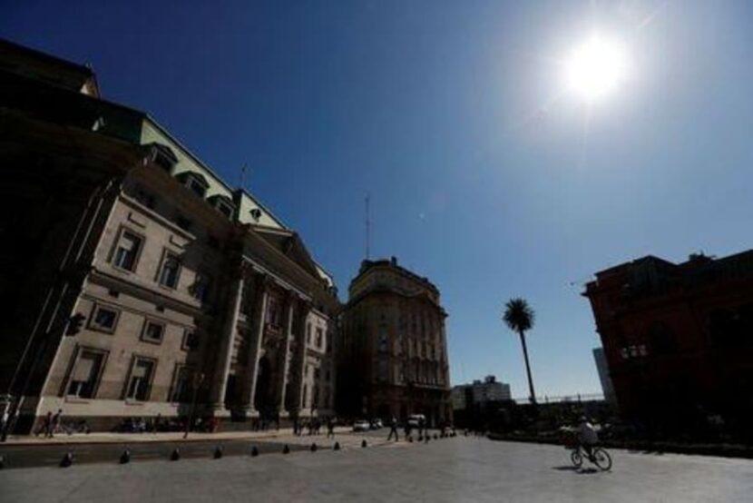 Argentina busca programa de facilidades extendidas ante FMI: