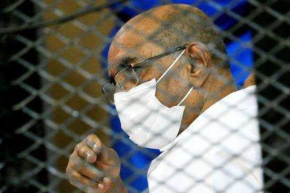 El ex dictador sudanés Omar al-Bashir se encuentra encarcelado en Jartum, pese al pedido de captura de la CPI (REUTERS/Mohamed Nureldin Abdallah)