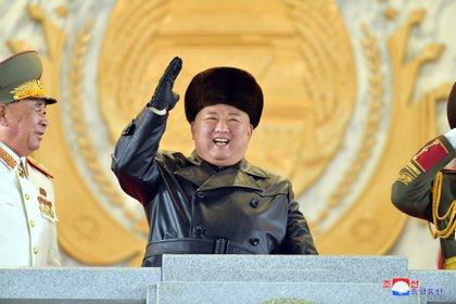Kim Jong Un prometió todos los esfuerzos posibles para impulsar la disuasión nuclear durante el importante congreso del partido gobernante en el que presentó los planes de trabajo para salvar una economía quebrada. KCNA via REUTERS