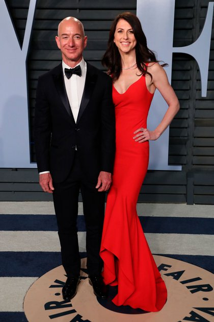 Jeff Bezos y MacKenzie Scott cuando todavía eran marido y mujer. Su divorcio, en buenos términos, la convirtió a ella en la mujer más rica del mundo (Shutterstock)