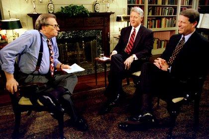 El presidente Clinton y el vicepresidente Al Gore son entrevistados por Larry King el 5 de junio en la Casa Blanca. Clinton dijo que tenía la intención de pedir al vicepresidente Gore que volviera a ser su compañero de fórmula en su intento de reelección a la Casa Blanca el próximo año. 5 de junio de 1995.