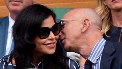 Hay quienes aseguran que Bezos y Lauren tienen planes de boda (Shutterstock)