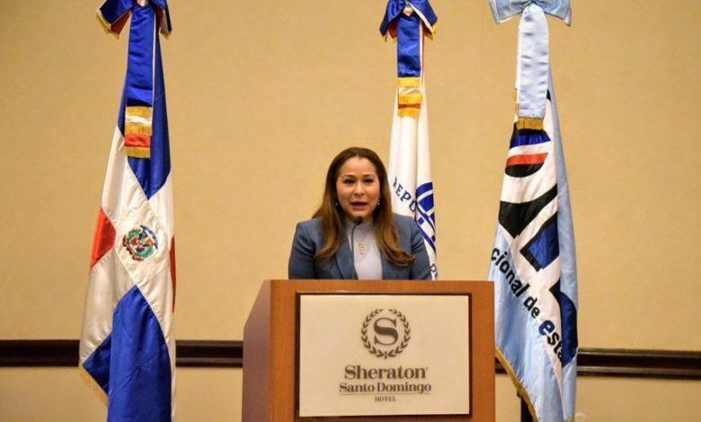 OJO: Ministra de la Mujer baja línea a sus funcionarios para que apoyen las tres causales del aborto