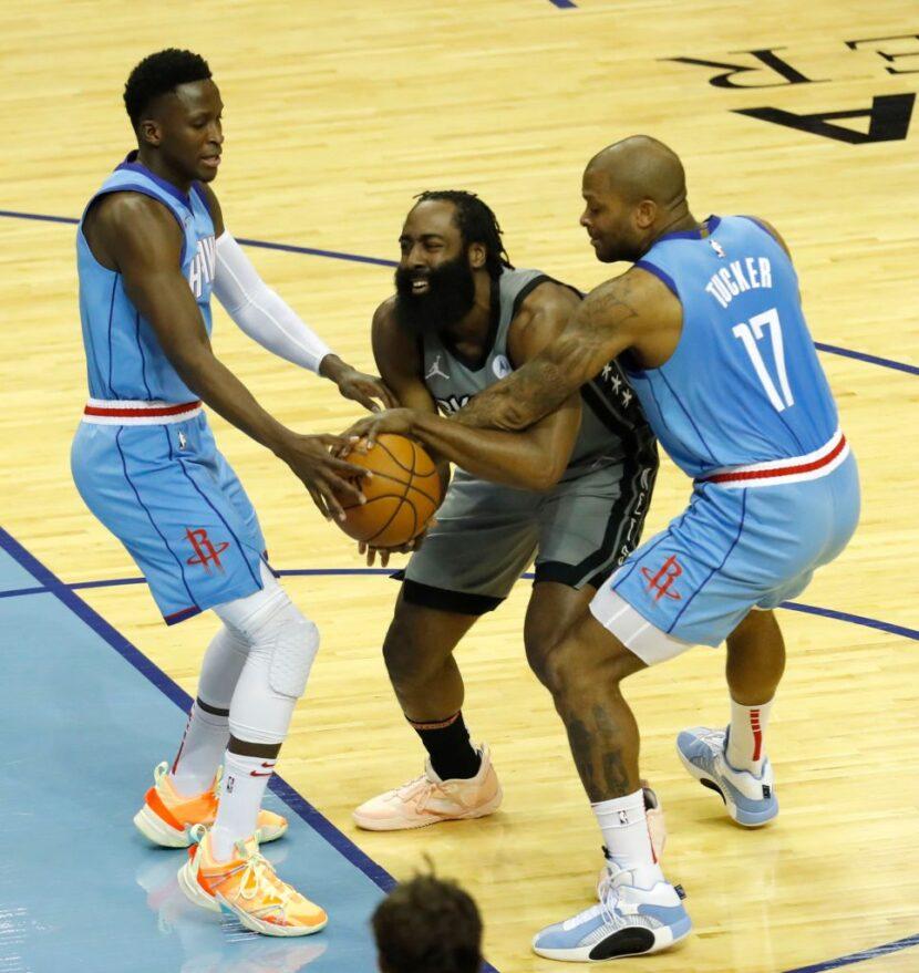 """P.J. Tucker """" disfrutaría '' de la oportunidad de jugar para los Sixers, se espera que los Rockets tengan una venta final antes de la fecha límite de intercambio"""