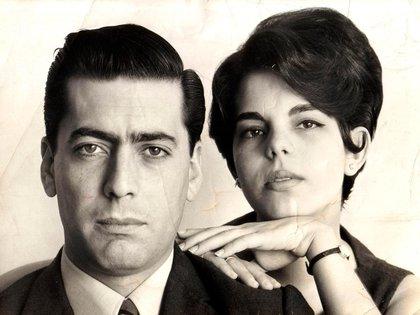 Mario Vargas Llosa y Patricia Llosa, jóvenes y bellos en la Lima de 1967. (AFP/ARCHIVO FAMILIA VARGAS LLOSA)