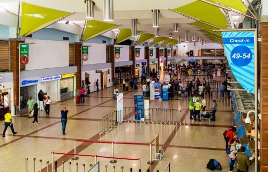 """EEUU recomienda a sus ciudadanos no viajar a República Dominicana por """"alto nivel de COVID-19"""""""