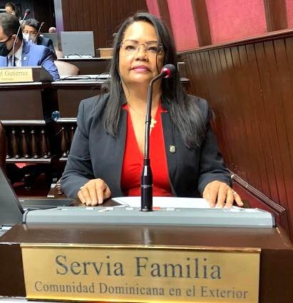 """Diputada Servia Iris Familia pide inclusión de dominicanos en el exterior en el Plan Nacional de Viviendas """"Familia Feliz"""""""