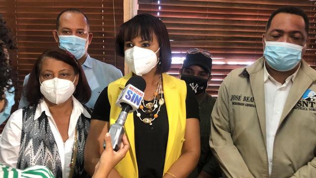 Directora Nacional de Enfermería apoya vacuna periodistas.