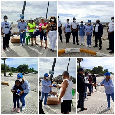 Directora Regional de Turismo entrega kits de higiene en playas de Barahona