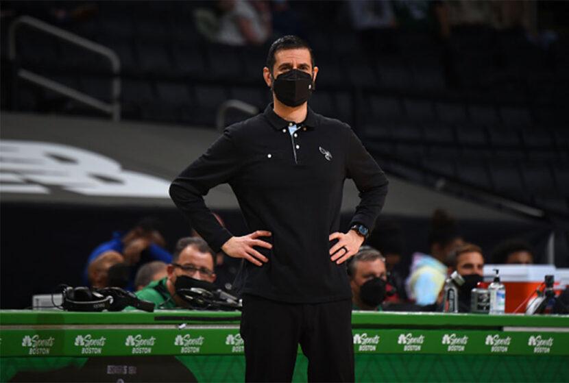 El entrenador de los Charlotte Hornets, James Borrego, anuncia debilidad en el centro