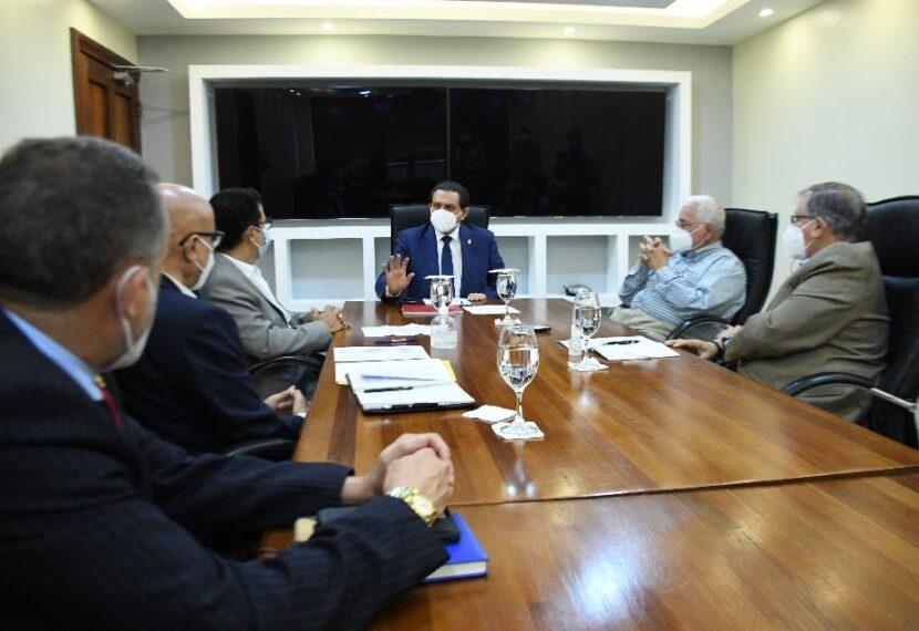Ministro y agentes farmacéuticos revisan situación del sector