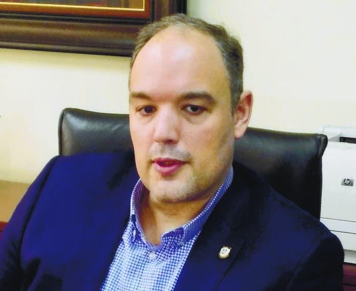 Senador Castillo solicita Aduanas frenar contrabando metanol
