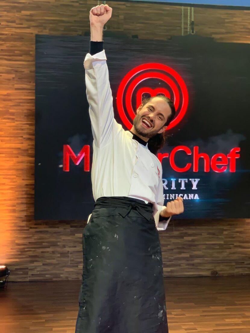 Diseñador Jusef Sánchez se convierte en el primer hombre en ganar MasterChef Celebrity RD