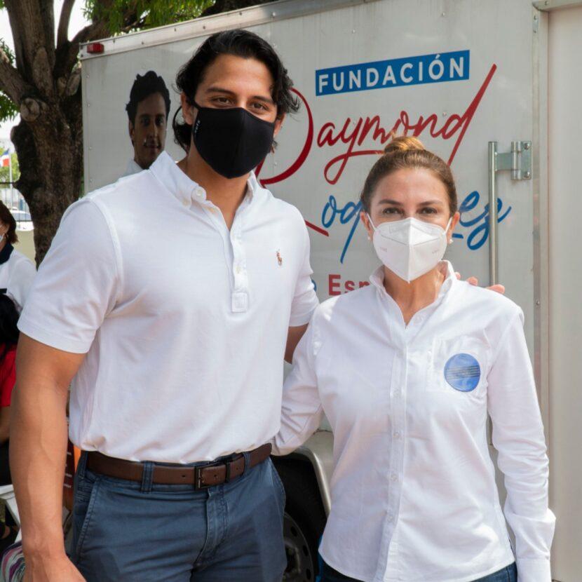 Fundación Raymond Rodríguez realiza jornada de salud y entrega medicamentos a empleados de alcaldía del DN y sus familiares