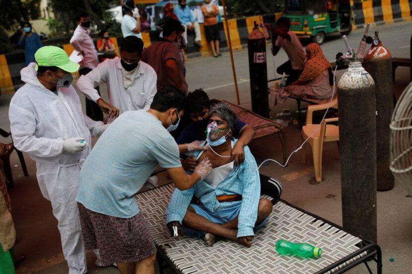 India registró un nuevo récord de muertes por COVID-19 mientras