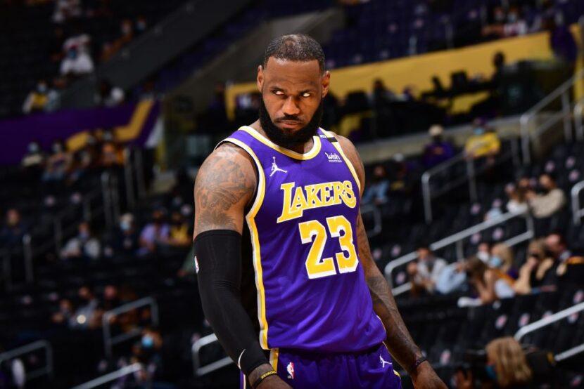 LeBron James regresa tan esperado de una lesión en el tobillo