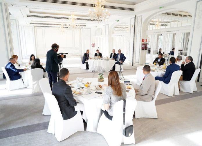 Turismo y banca, dos sectores que se adaptaron a retos que impuso covid-19