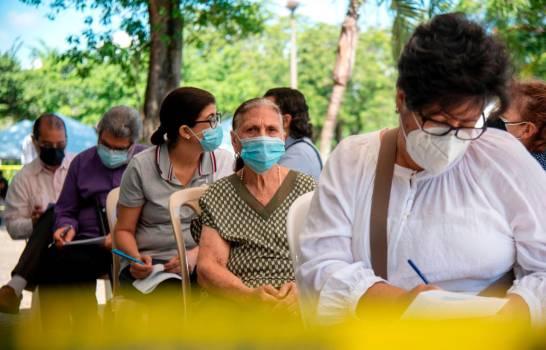 Jornadas de vacunación se realizan con poca asistencia; Gobierno incluye a personas de 50 años en adelante