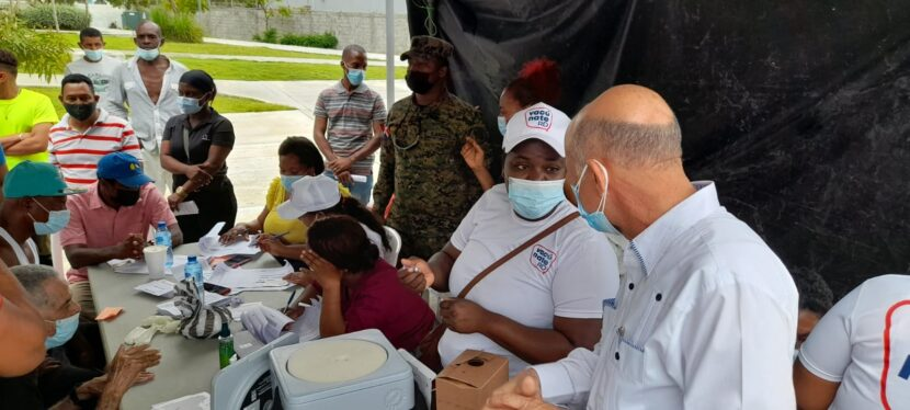 Isidro Torres exhorta a población a vacunarse