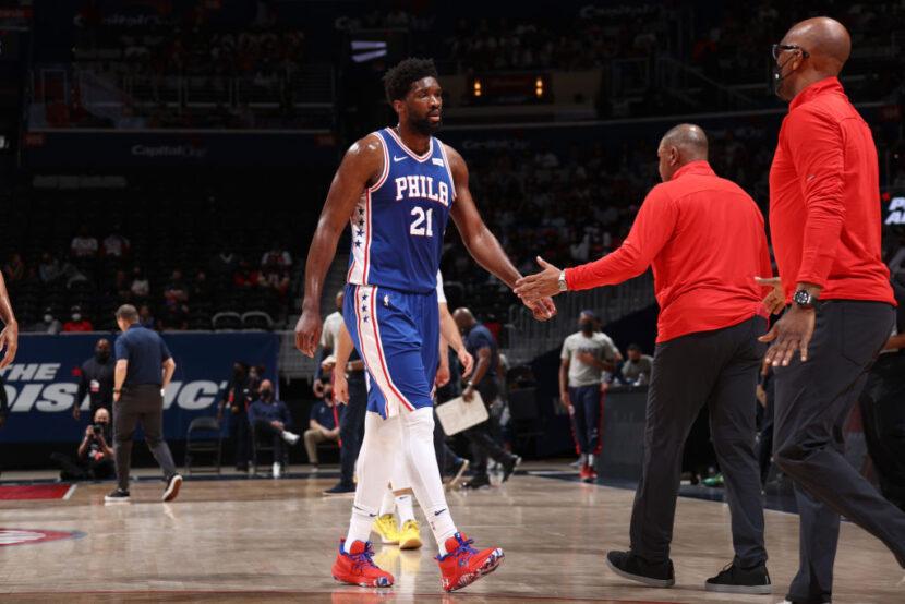 Joel Embiid de los Philadelphia 76ers es diagnosticado con desgarro de menisco, día a día