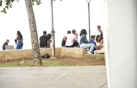 Las tres horas de libre tránsito son tomadas para cherchas en el Malecón y barrios