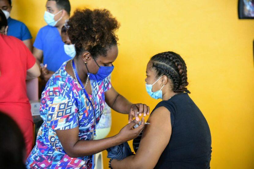 Ministra de la Juventud califica de positivos primeros resultados de campaña de vacunación