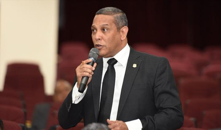 ATENCIÓN: Senador del PRM por provincia Duarte afirma que ministros del Gobierno no resuelven un carajo