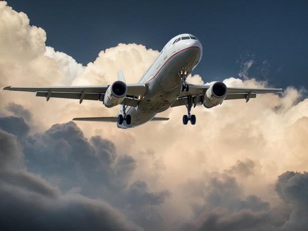 El transporte aéreo de pasajeros sufrió una reducción del 60.2 % en 2020